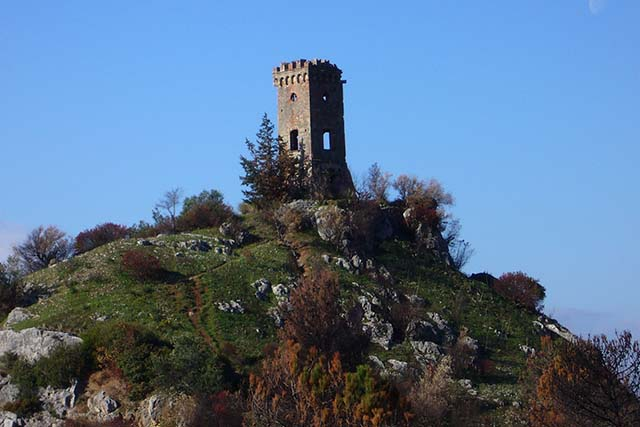 Upezzinghi Tower, Caprona